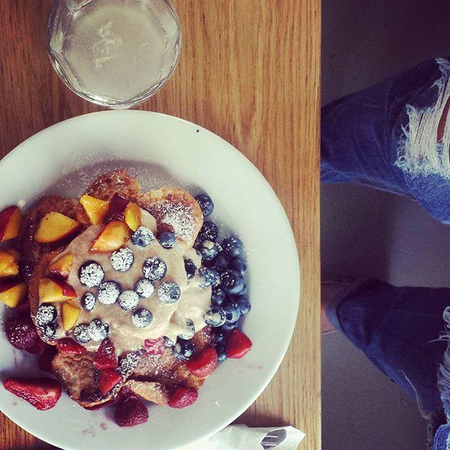 Śniadanie to podstawa. #tak #frenchtoast #forumprzestrzenie #breakfast #cracowbreakfastspots