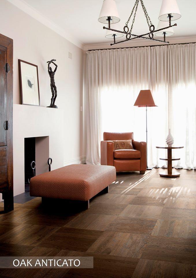 Le STP Oak Anticato ajoute l'équilibre parfait de chaleur et texture dans ce salon.