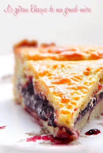 J'ai habité chez mes grands-parents vers Bayonne, dans le pays Basque, pendant près de 2 ans. Au début, je mangeais très régulièrement de ce gâteau, au goûter, même au petit-déjeuner et bien sûr pour le dessert le mercredi notamment, jour du marché où...                                                                                                                                                      Plus
