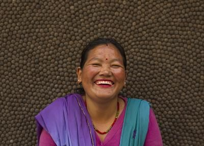 Dette er Ranju! Hun har et veldig smittende smil!  #UllKuleTeppe #smil #Nepal #håndlagd #design