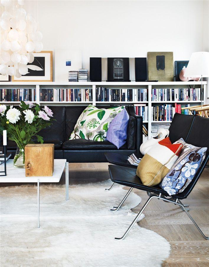 Svenskt Tenn.: Color Decor, Living Rooms, Low Bookshelves, Black Leather Couch, Interiors Design, Scandinavian Style, Home Decor, Wall Shelves, Sweet Home