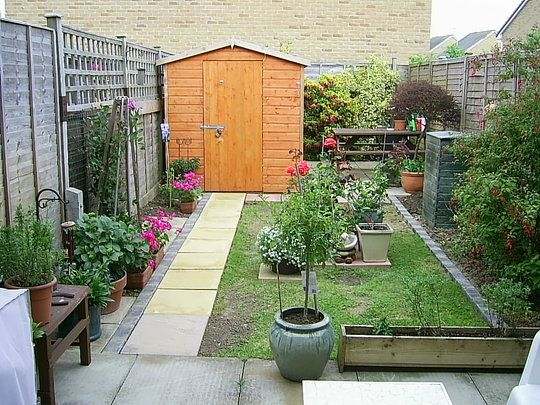 Gardening in a really small backyard i am impressed a for Very small garden ideas