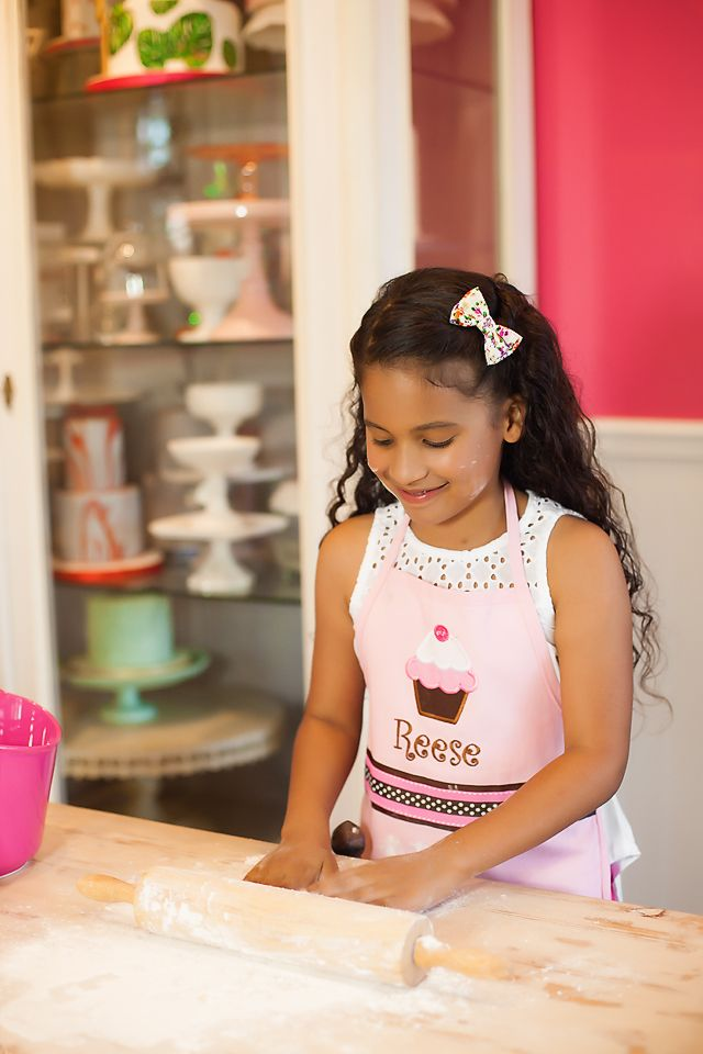 Tips For Baking With Kids | Reese and I love baking, especially during the holidays. If you plan on baking with your kids, check out these 5 safety tips for Holiday Baking with Kids | This is a paid collaboration on behalf of Shriner's Hospitals and Soflential. All opinions expressed in this post are my own and are not a reflection on Shriner's Hospitals. #FireAndBurnPrevention