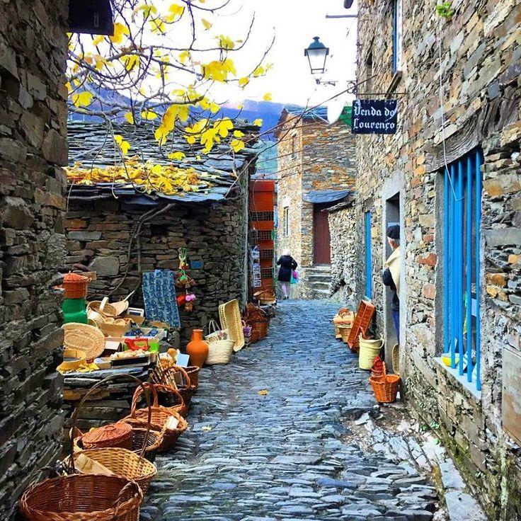 Já visitou esta aldeia encantadora? Piódão  © dani7730