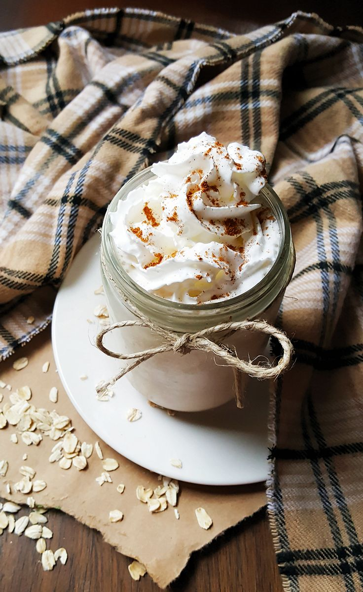 {Healthy, GF-adaptable} This cinnamon bun smoothie is like a sweet dessert in a glass-- and it's secretly good for you!