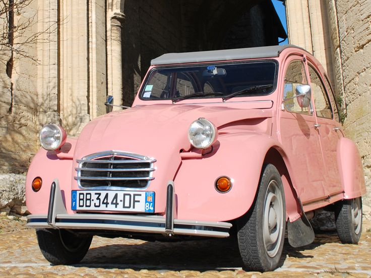 A pink 2 chevaux!!! My dream car!