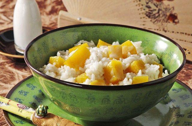 Heute habe ich ein weiteres Rezept mit Glücksfaktor aus dem Diabetes-Journal für dich: Kokosreis mit Mango oder auf Thailändisch: Khao Niau Muun Mamuang. Die Küche Thailands gehört zu den Besten we…
