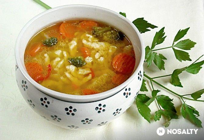 Zöldségleves csurgatott tésztával