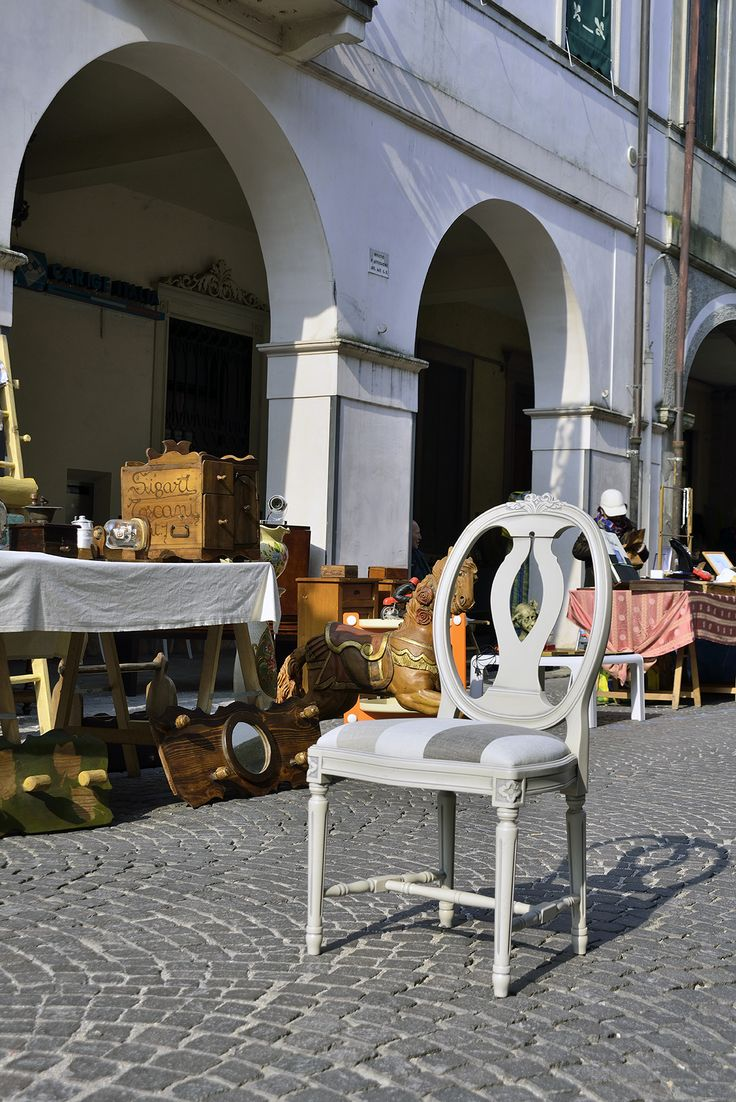 Gustavia. chair of the week in Shabby Chic collection by Veneta Sedie. Cool shot in flea market. Furnishing and interior design piece.