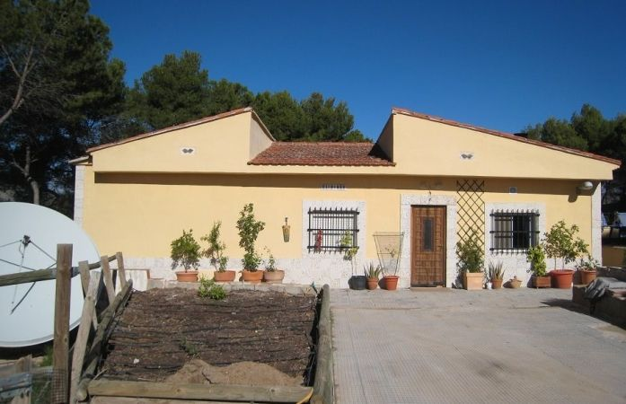 Check out this beautiful finca located in Banyeres de Mariola, on the #CostaBlancaNorth. It sitting on a plot of 2,800m2 and is priced at just 155,000€. This is a very good price!