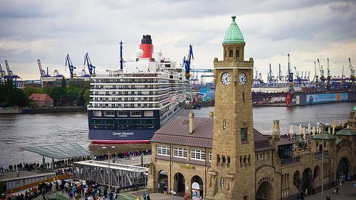 Einlaufen der Queen Elizabeth ins Trockendock ELBE17 - Hamburg | pixelpiraten.net