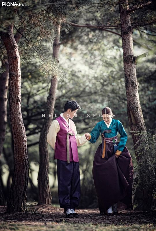 Korean pre wedding photography,Korean pre wedding photo shoot,Korean traditional clothes pre wedding photo,Korean traditional concept pre wedding photo,pre wedding session in Korea,Korean pre wedding studio,hellomuse