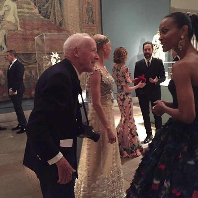 The Great Bill Cunningham take a pictures at the #metgala @zoesaldana @katebosworth ❤️❤️❤️❤️❤️❤️
