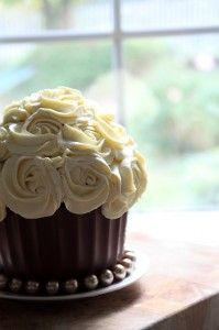 Great Cupcake chocolate coating with rose flowers!