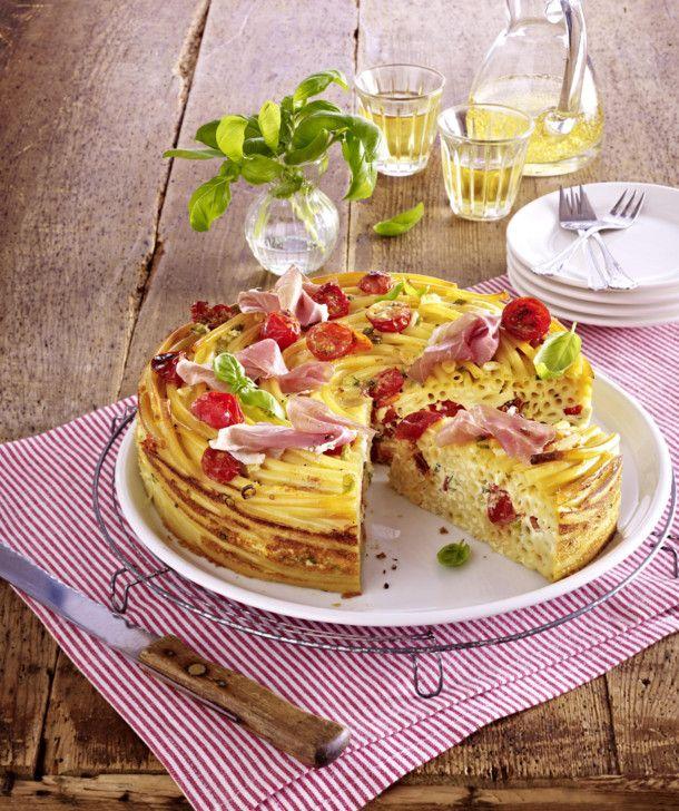 Unser beliebtes Rezept für Makkaroni-Torte mit Kirschtomaten, Schinken und Ricotta-Eiermilch und mehr als 55.000 weitere kostenlose Rezepte auf LECKER.de.