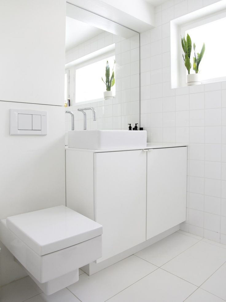 Best 25 small white bathrooms ideas on pinterest small apartment bathrooms marble bathrooms for White cabinet bathroom ideas