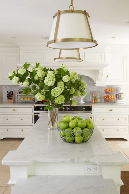 Range + Cabints+ Marble: Kitchens Design, Lights Fixtures, Countertops, Green, Marbles, Gold Accent, Arm, Flowers, White Kitchens