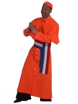 Oranje kardinaal kostuum. Dit Hollandse kardinaals kostuum bestaat uit een lang omslagkleed, Holland sjerp voor om de middel en een oranje muts. Materiaal: 100% polyester. Het kardinaal kostuum is gemaakt van brandvertragend materiaal en heeft een normale pasvorm.
