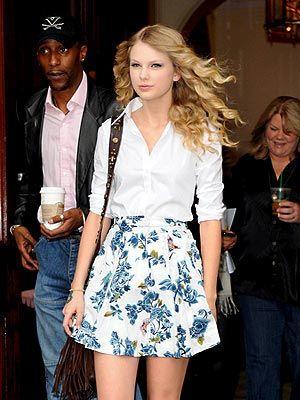 Taylor Swift, she always looks so cute!    525      95      1