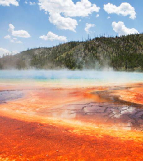 """La taille du """"super volcan"""" situé sous le parc national de Yellowstone, dans le Wyoming aux États-Unis, serait bien..."""