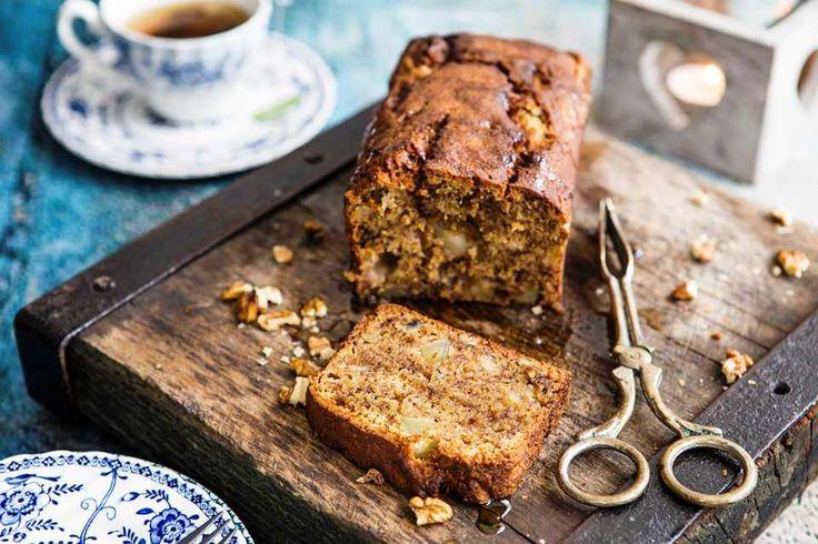 Ελαφρύ κέικ με γιαούρτι και μέλι Τίποτα δεν μπορεί να συνοδέψει καλύτερα τον καφέ ή το τσάι από ένα κομμάτι κέικ.