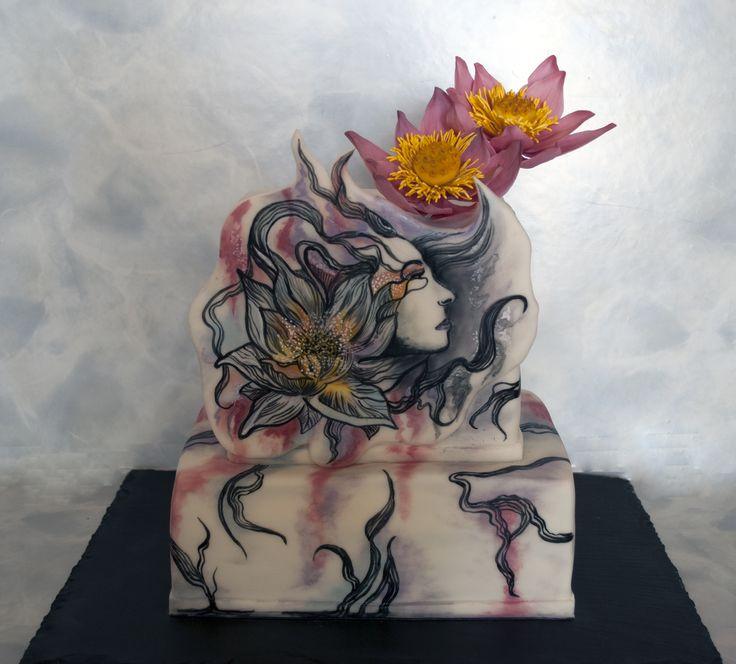 Dort s ruční malbou ženy a s cukrovými lotosy. Cake with handpainted woman and sugar lotus flowers.