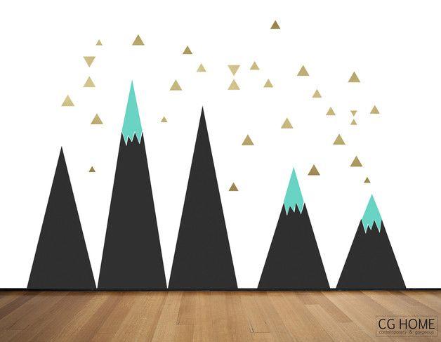 Geometrische Dekoration Kinderzimmer. Berg als erste Zeichnung Ihres Kindes. Wählen Sie Ihre Farben! Größe: ca. 200cm x 260cm 5 Berge + goldenen Dreiecke FARBE: 3 Farben von der...