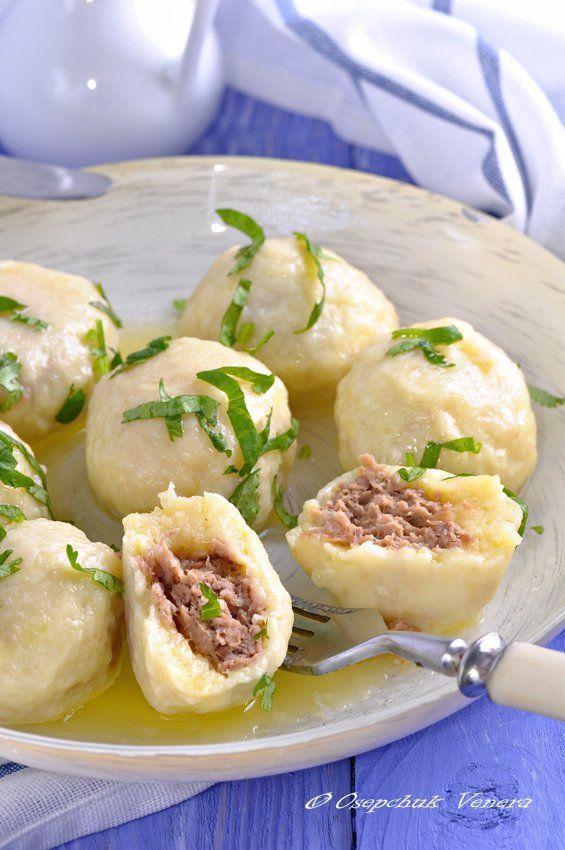 Картофельной-сырные нотки с мясной начинкой.