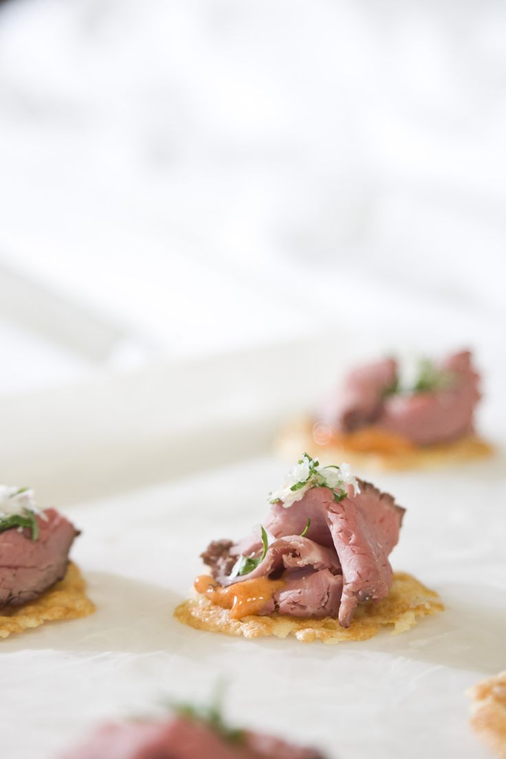 Manchego crisp with beef tenderloin culinarycapers for Beef horseradish canape