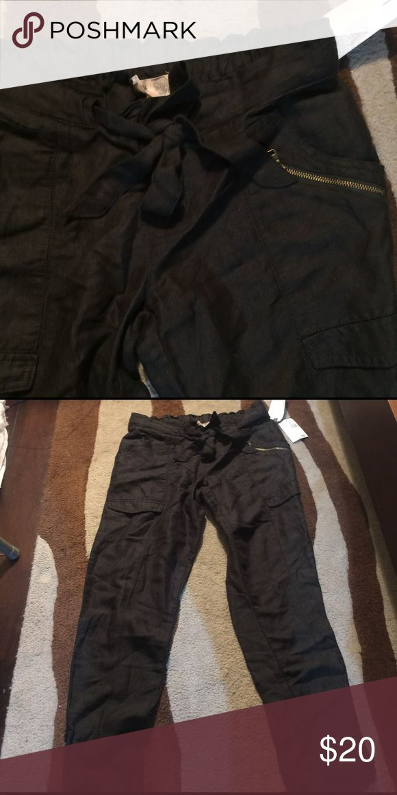 NWT JOLT FOREST GREEN PANT Light weight deep green ankle length cargo pant with zipper and tie front. Size 3/26. New with tag attached. Great for spring. Jolt Pants Ankle & Cropped