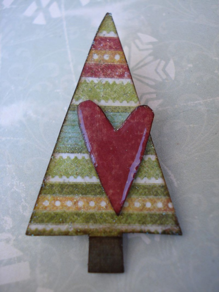 fUnKy cHriStmAs tRee bRoOch feStiVe stRiPes reD heArt. $10.00, via Etsy.