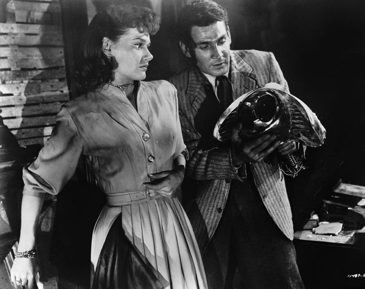 Ann Robinson and Gene Barry in  War of the Worlds, 1953