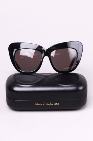 House of Harlow Chelsea Sunglasses in Black