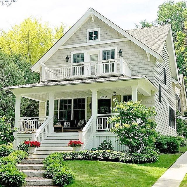 This House Is Perfect I Want This One This Is My Dream House I Ll Never Have It But It S Beautiful House With Porch Dream House Exterior House Exterior