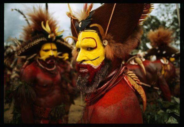 Un huli, une ethnie de Papouasie-Nouvelle-Guinée (1998)_resultat