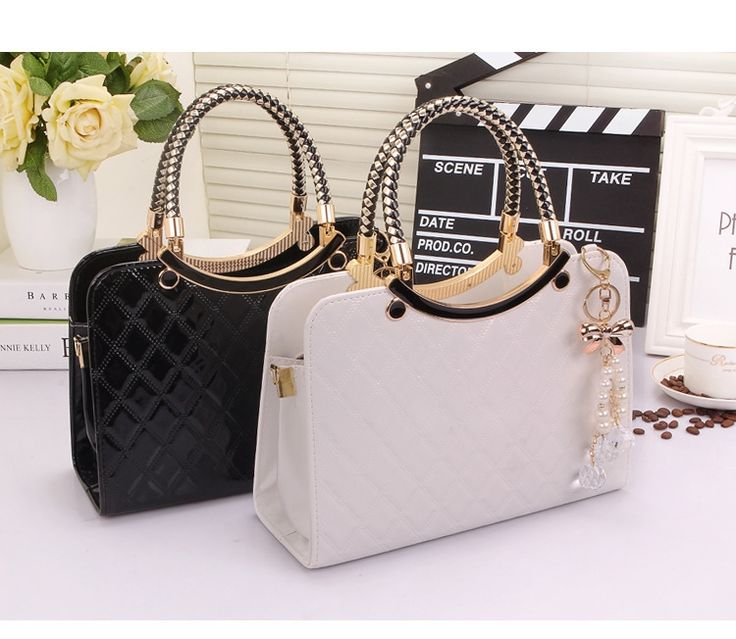 Batam TIM 6107 199.000 0.85 kg Material : PU Height : 20 cm Lenght : 28 cm Width : 11 cm Long straps : Yes How to open : Zipper Pattern : Solid