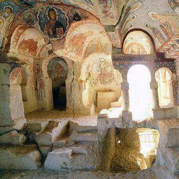 Iglesia de Meryen Ana,Capadocia,Turquia. Corre peligro de perder todas esas maravillosas pinturas.