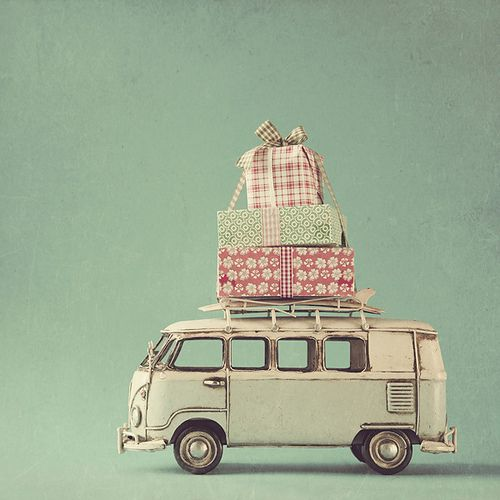 Christmas camper - I love this for the surf inspired family room. #surfinportugal