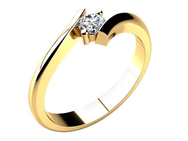 Ladný zásnubní prstýnek, který padne každé ženě. Elegantně zatočené konce obroučky mezi sebou drží jediný kámen, po jehož bocích jsou umístěny dvě klasické krapny.