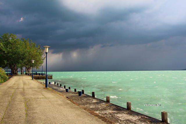 Alsóörs viharban - Fotó: Máté Balázs