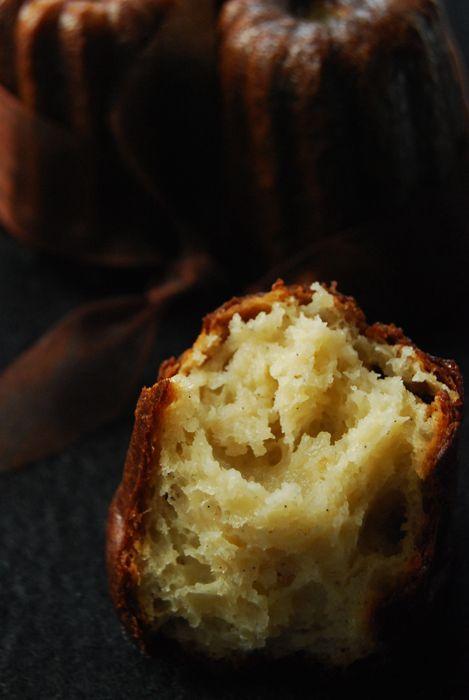 Recette traditionnelle des cannelés bordelais cuits dans des moules en cuivre, indispensables pour obtenir une belle croûte caramélisée. Parfumés rhum vanille.