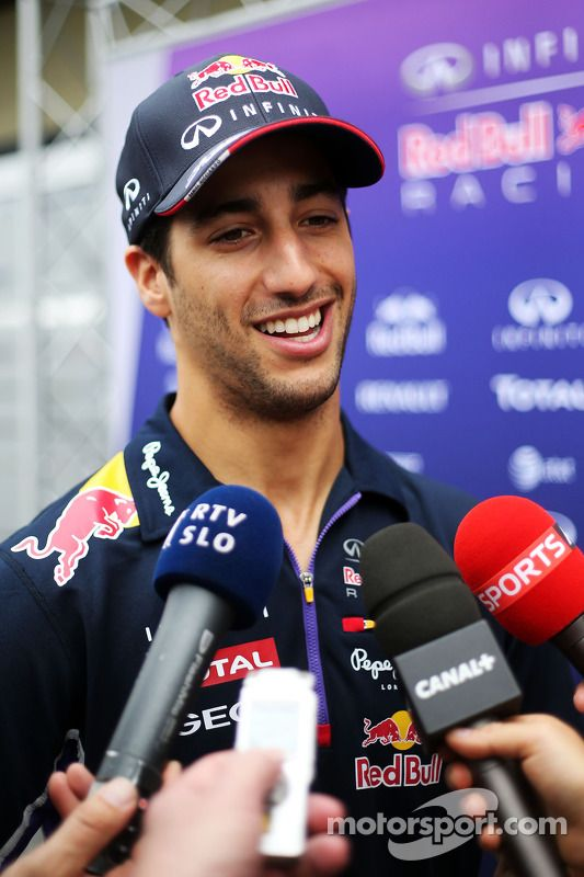 """Ricciardo:""""Yes this side burns were all fake, but that's what America does to you!"""""""