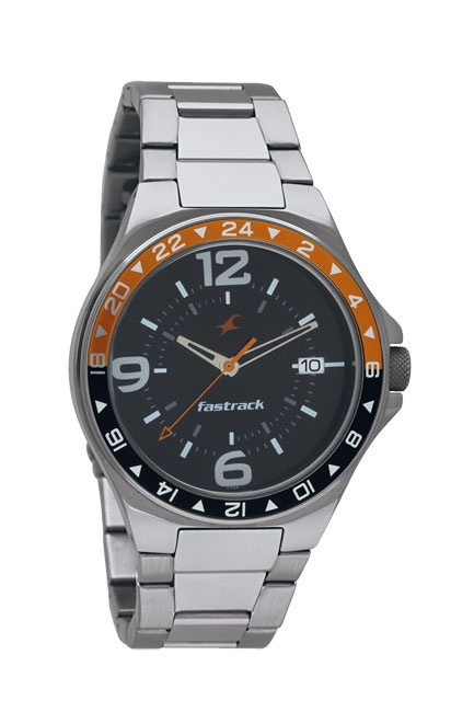 A round, chunky, sporty case, this watch has a bi-colour bezel. A date window at 3H and a chunky metal bracelet completes the look of this watch.. Sport from Fastrack http://www.fastrack.in/product/n3031sm02/?filter=yes=sport=2=995=3495=12