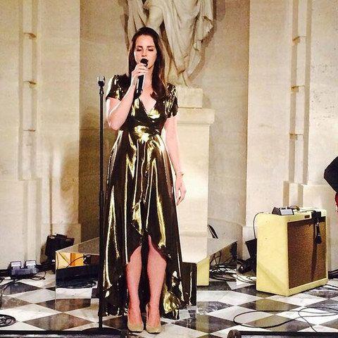 Lana Del Rey singing at Kim Kardashians wedding.... She looks so good #upstagingkim