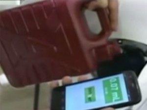 Una aplicación creada por tres jóvenes yucatecos ayudará a que recibas litros completos de gasolina. La app va acompañada con un dispositivo que se coloca en el tanque de gasolina, Randy Cruz, jefe de marketing de Zenzzerseñaló que es de fácil instalación y de bajo costo. En tu dispositivo móvil ya sea celular o […]