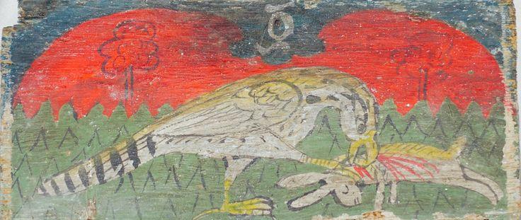 Falco preda Lepre nel cuore della Joaria, una delle originali torri del palazzo normanno oggi inglobata in altri edifici. Le aperture alle pareti sono antiche bocche per l'immissione d'aria fredda e calda condotta attraverso intercapedini tra un muro e l'altro. Sulla sinistra si accede alla sala più interessante del palazzo: la sala di Ruggero II, la cui decorazione richiama la sottostante Cappella Palatina. Un alto zoccolo di lastre marmoree incorniciate da strisce musive fa da preludio al…