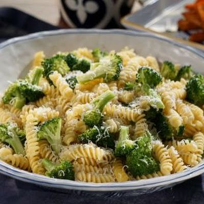 Fusilli with Garlicky Broccoli (Valerie Bertinelli) @keyingredient #cheese