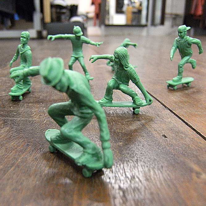 Here's a great spin on the classic Toy Soldier─it's the Toy Boarder (short for Toy Skate-Boarder). Watch the video to see what you can do with these bad boys! Video at end of post >> http://www.designsoak.com/toy-boarders/