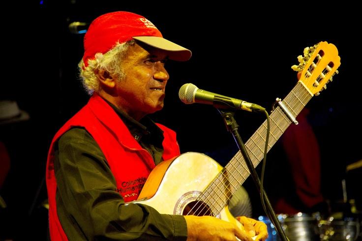 El maestro Elvar Mosquera compuso un tema para Cultura en los albergues