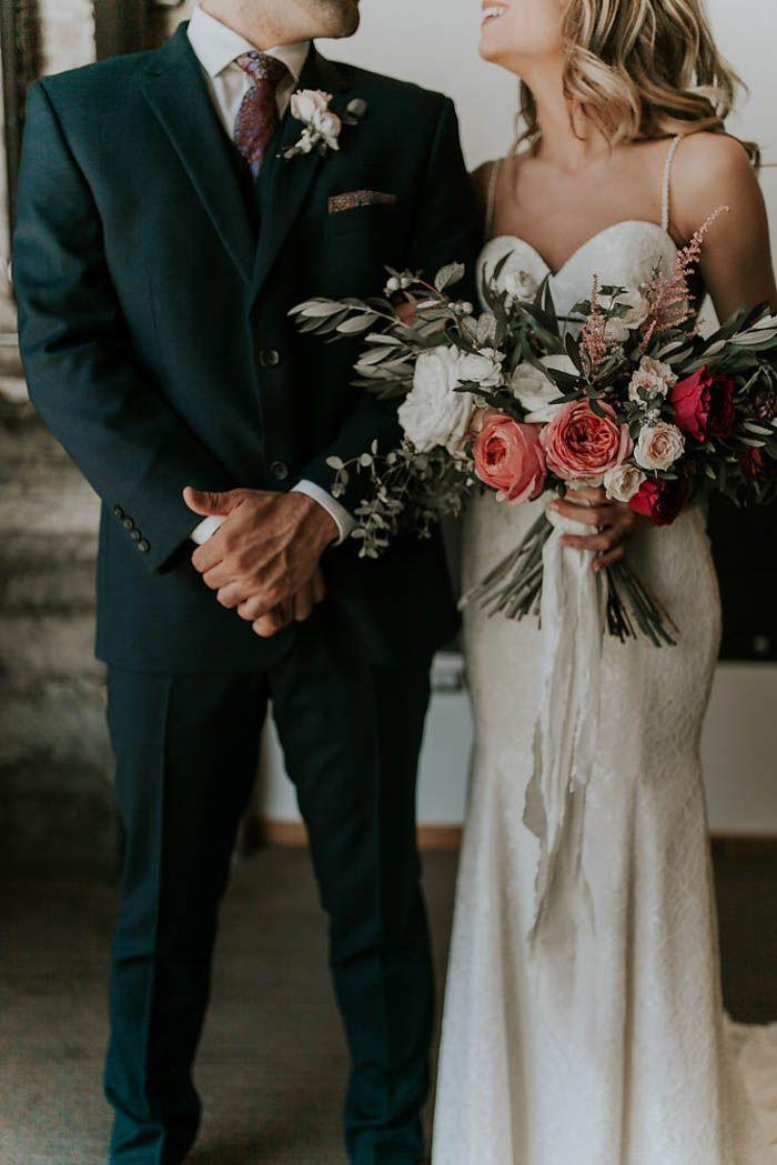 Modern romantic wedding fashion | Image by Olivia Strohm Photography